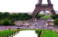 Paris in Timelapse: tourists and Parisians